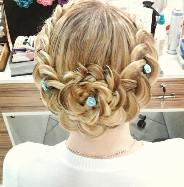 Прическа из косы цветок
