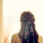 Девушка по берегу грустная прошла