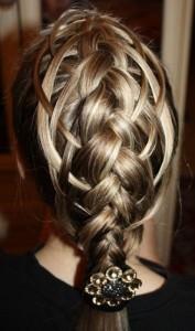 Ажурные косы на средние волосы