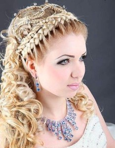 Коса в греческом стиле