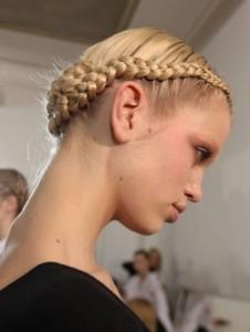 Прическа коса колосок наружу