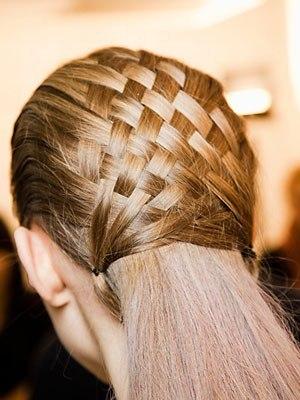 Плетение корзинки из волос