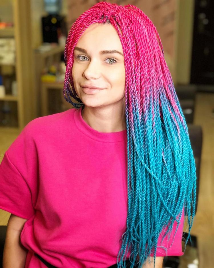 Африканские косички с цветными нитками