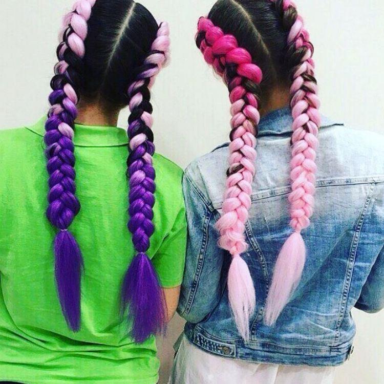 Цветные косички по бокам по-французски