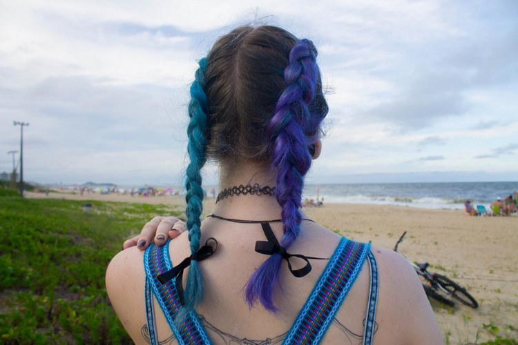 Две косы с цветными волосами