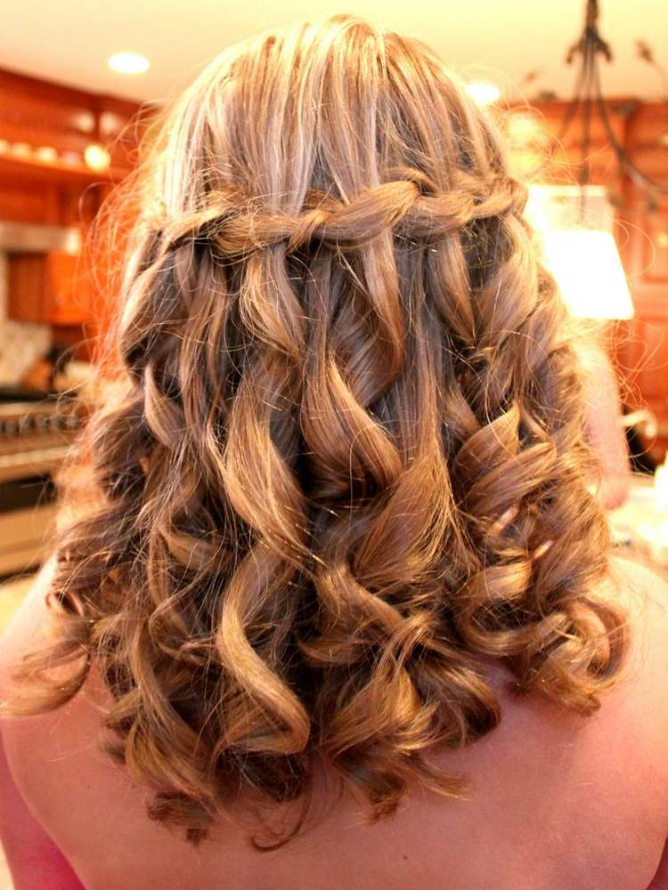 Французский водопад на средние волосы