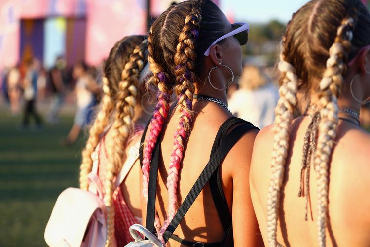 Как называется вплетение цветных волос в косички