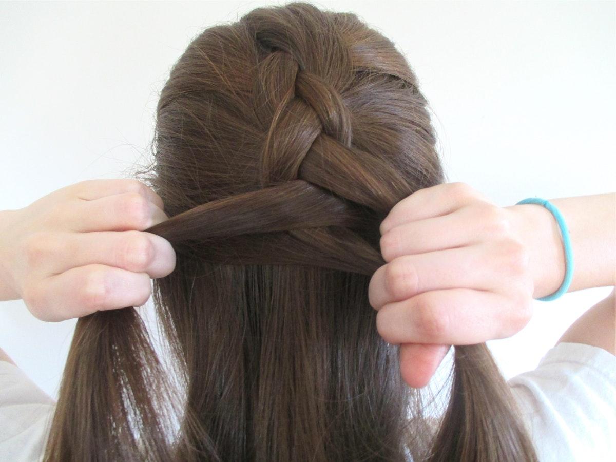 Как плести голландскую косу