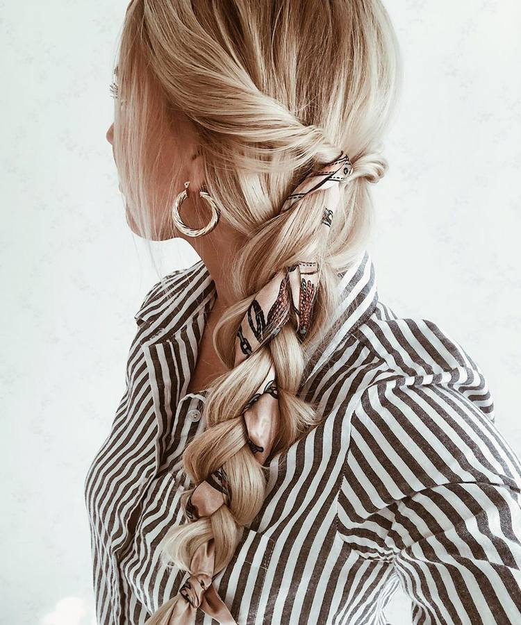 Коса с платком в волосах