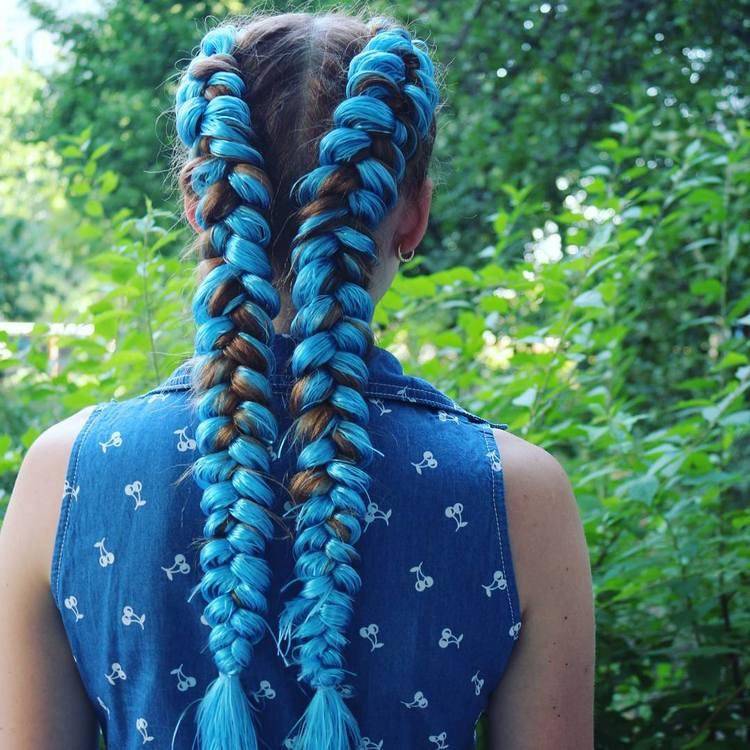 Как заплести косы с цветными волосами