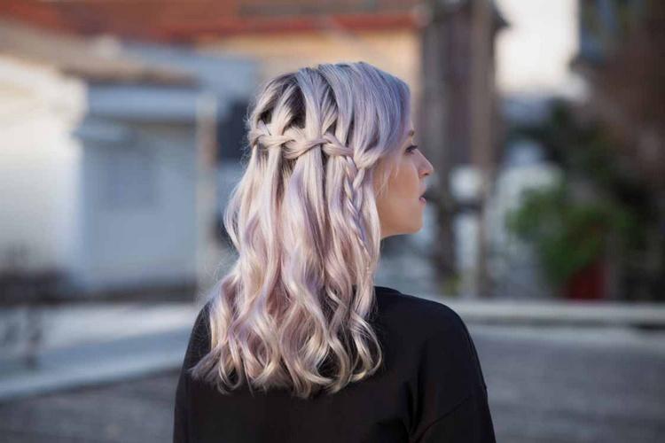Коса на средние волосы французский водопад