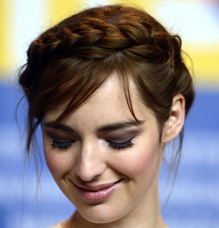 Коса с челкой на средние волосы
