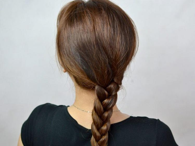 Косичка на длинные волосы classic