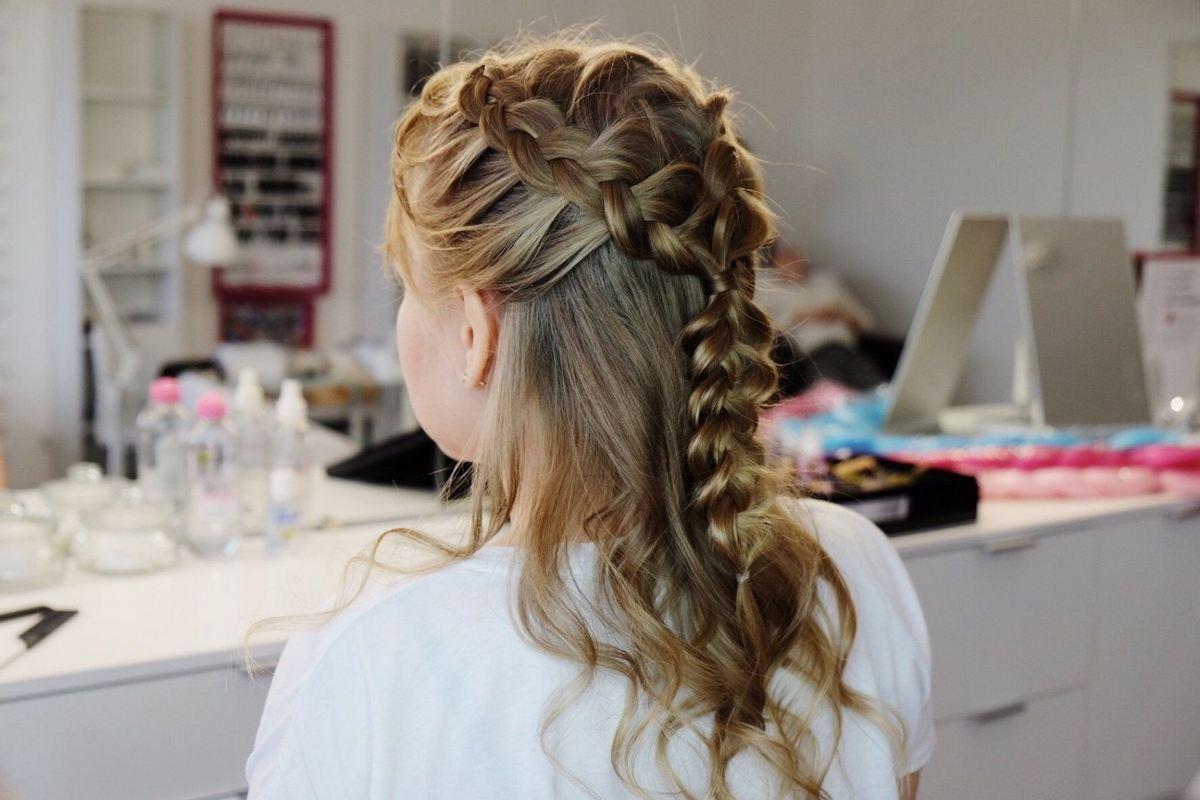 Косички на средний волос, фото