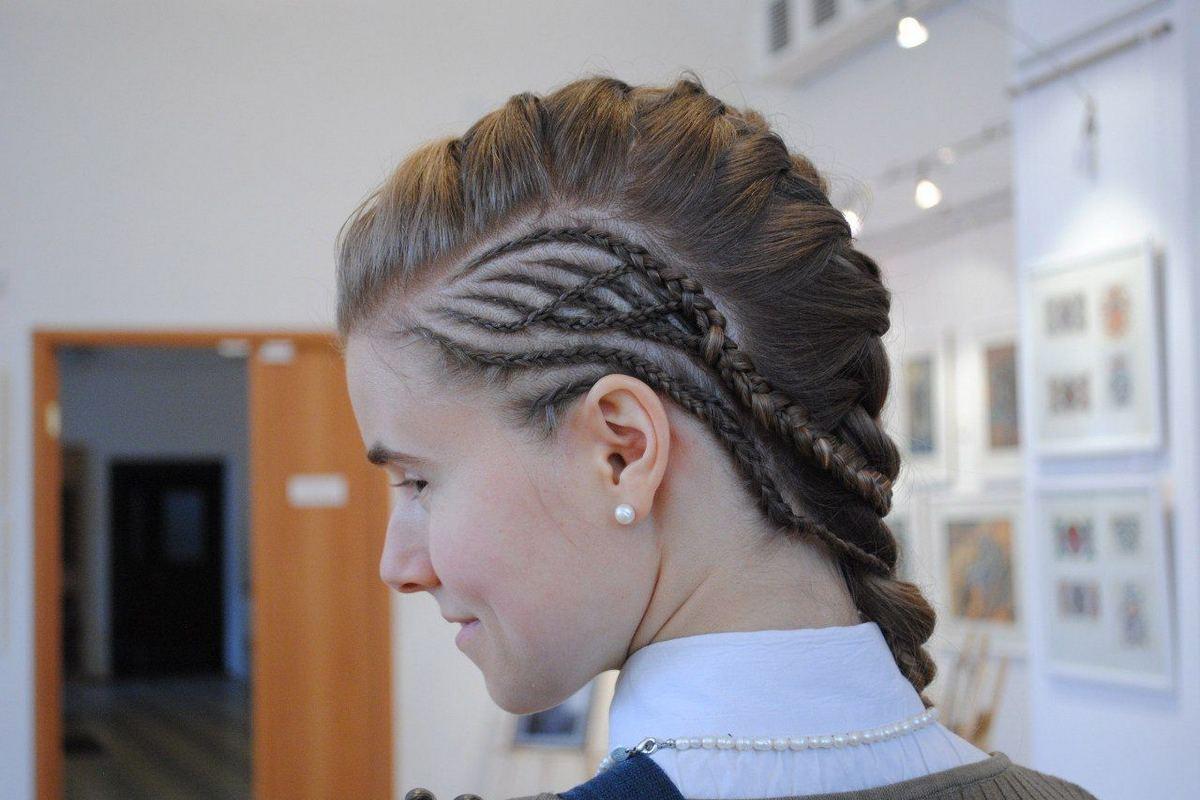 Необычные косы на средние волосы