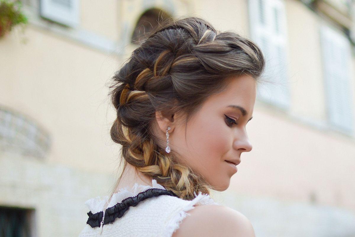 Несложные косички на средние волосы