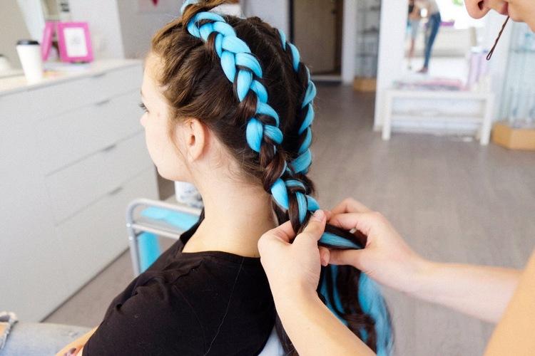 Плетение цветных кос