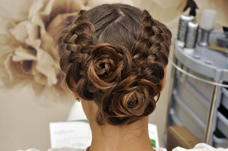 Праздничные косы на средние волосы