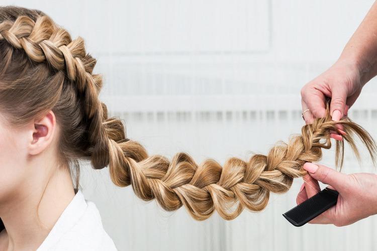 Праздничный колосок-кружево на длинные волосы