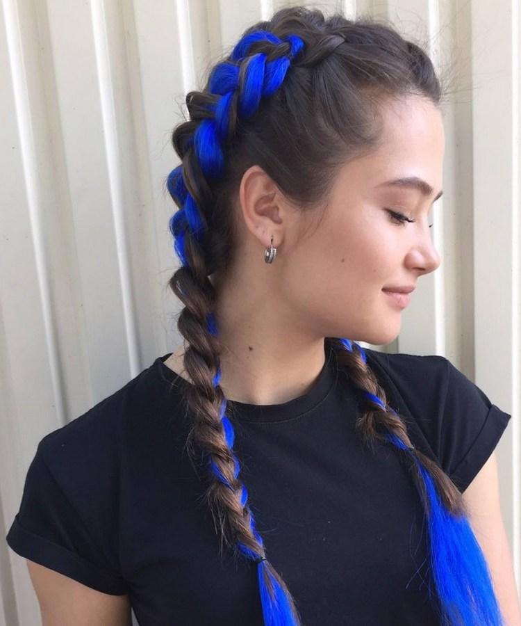 Прическа с цветными косами