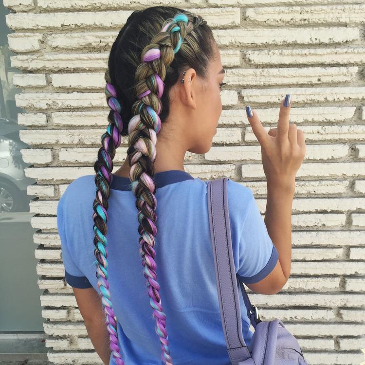 Как сделать цветные косы