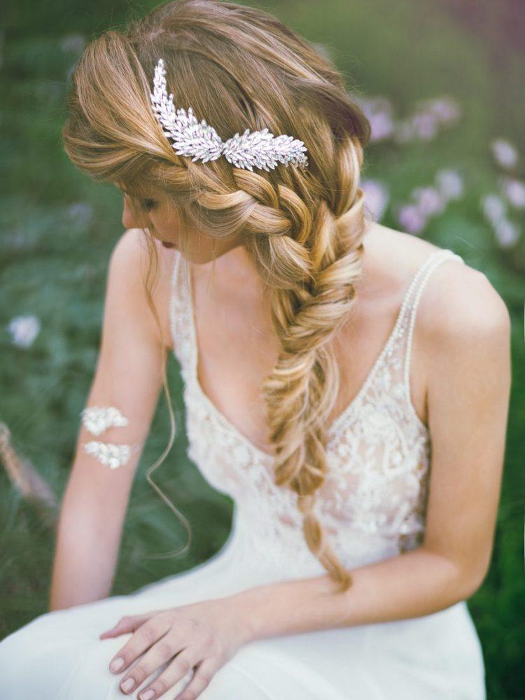 Свадебная коса на бок: фото