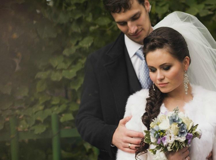 Свадебная коса на бок с фатой: фото